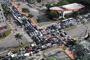 Engarrafamento causado por falha em semáforo em São Paulo