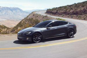 Tesla Model S em movimento